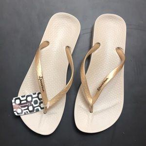 3/60$ NWT Ipanema summer sandals